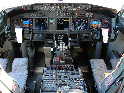 B737 flight deck