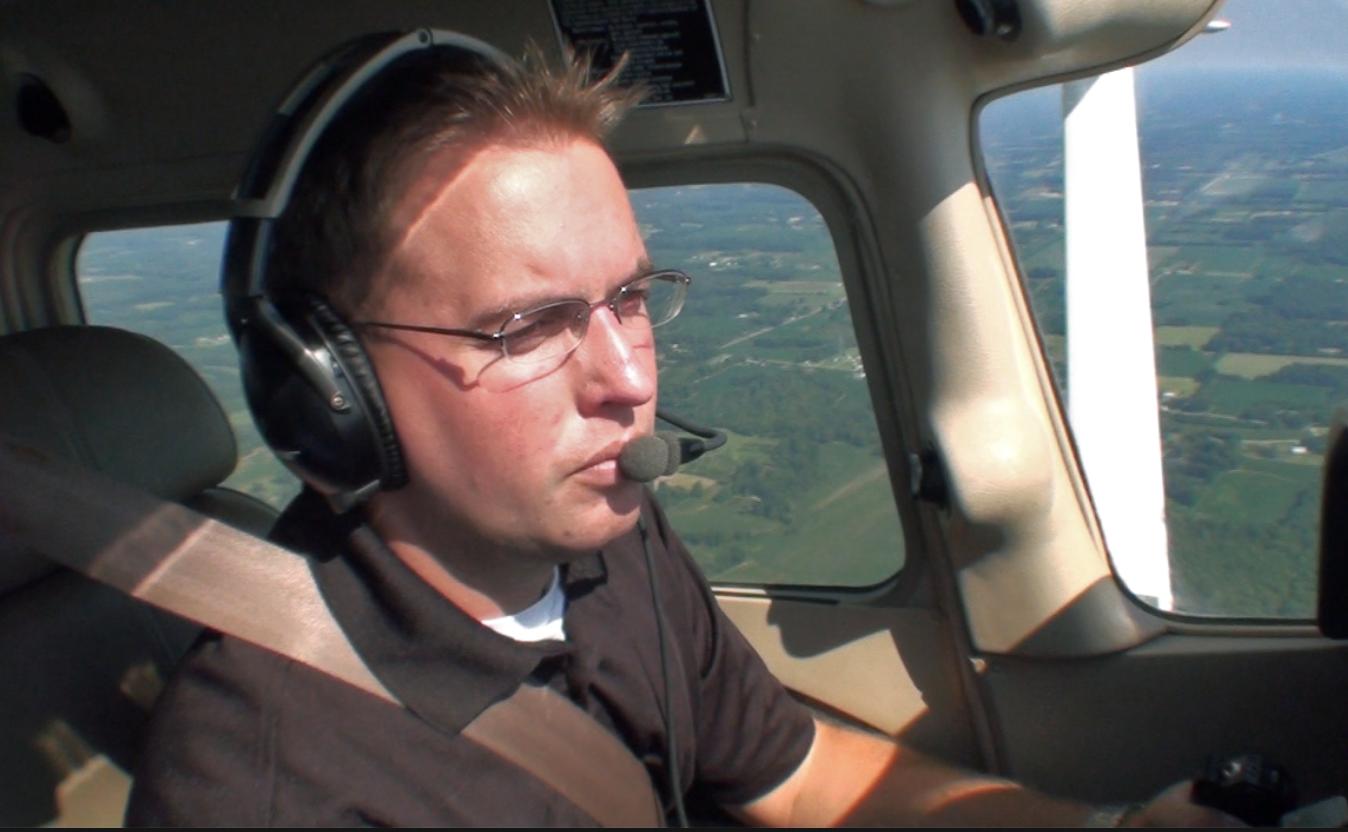Hvilken Synsstyrke Skal Man Have For At Træne Til At Blive Pilot? Må Man Bruge Briller?