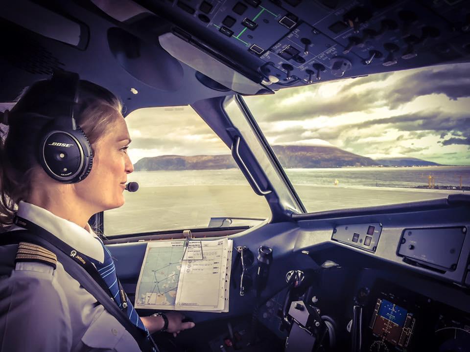 Hvilke Muligheder Har En Kvindelig Pilot I Forhold Til Pilot-uniform, Har De Specielle Uniformer?