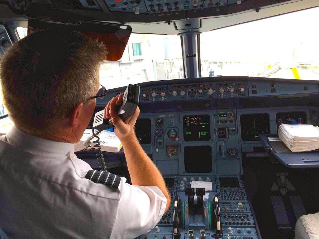 Hvorfor Får Man Ikke Piloterne At Se, Når Man Går Ombord? Det Vel Meget Rart At Få Sat Ansigt På?