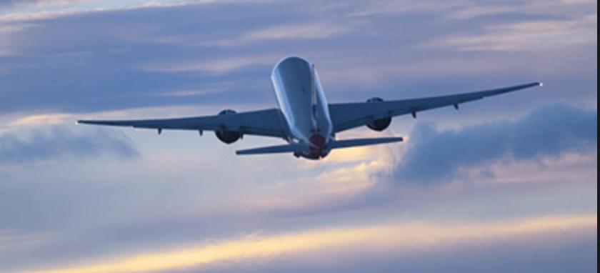 Et Fly, Der Skal Op I En Højde På 10 – 13 Km. Hvilken Grad Er Dens Opstigning Og Over Hvor Mange Km Er Den Om At Nå Den Højde?